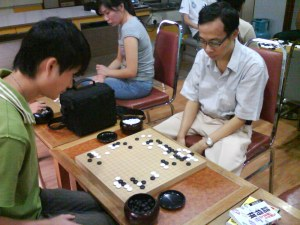 Xinwen vs Simon