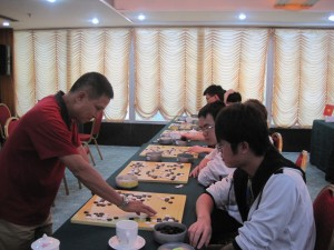 Strong chinese amateur playing simultaneous