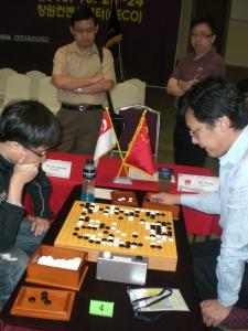Jia Cheng playing against Hu YuQing